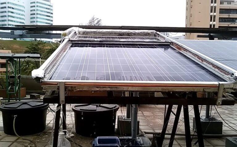 panel solar rudimentario que se autolimpia y se autorefrigera