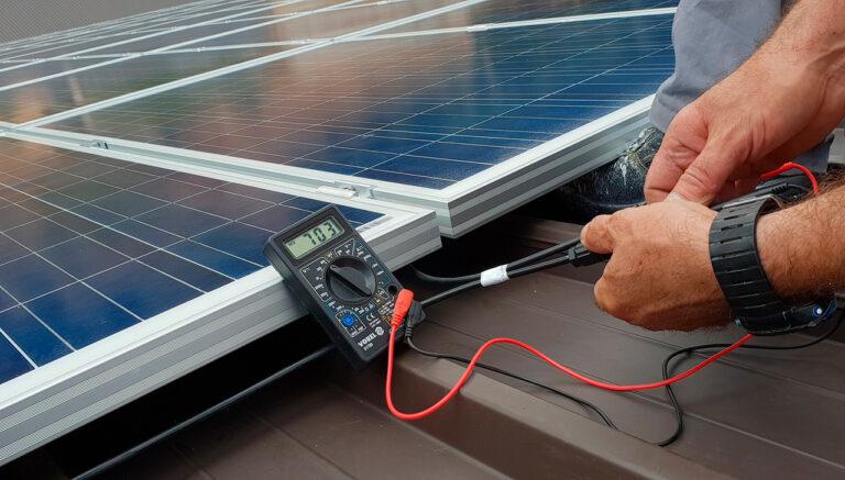 medicion en una instalacion de placa solar